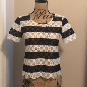 Lace tee with scalloped hem